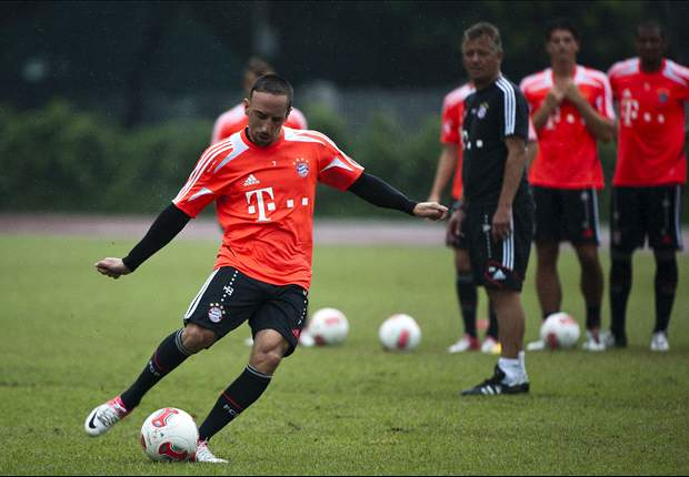 Ribery confronted by fan at Bayern training ground
