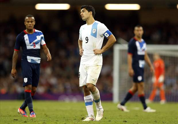 Suarez says British fans need to 'show respect and education' after booing Uruguay's national anthem 