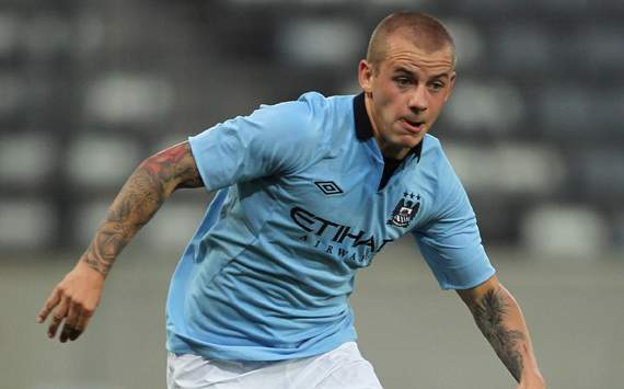 Weiss leaves Manchester City for Pescara