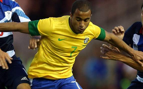 Lucas Moura had agreed Manchester United deal, claims agent