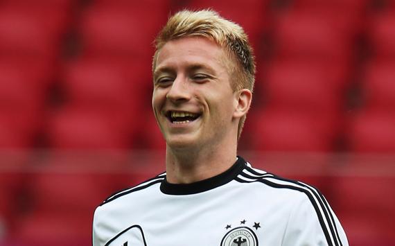 el jugador de 23 anos de edad marco 21 goles en 37 partidos con el