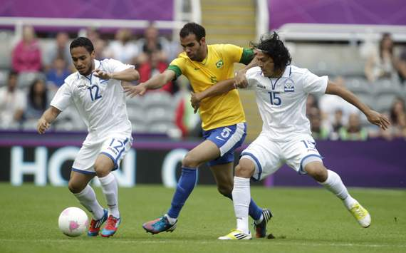 London 2012 Olympic Games men's football - Sandro, Honduras and Roger Espinoza
