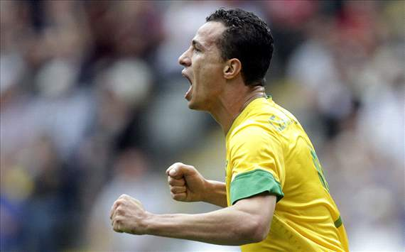 No bids from Tottenham for Leandro Damiao, claim Internacional