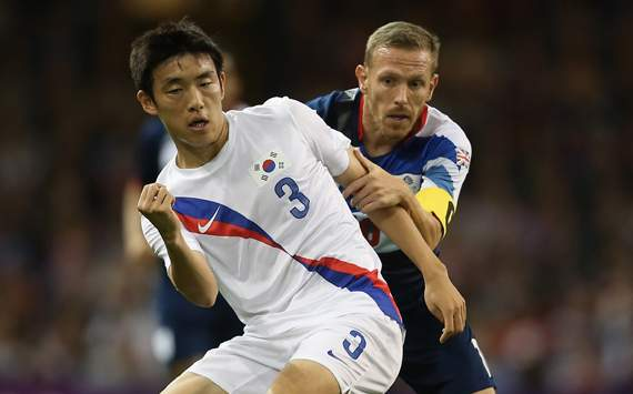 Olympics Day 8 - Men's Football Q/F - Match 28 - Great Britain v Korea, Sukyoung Yun and Craig Bellamy
