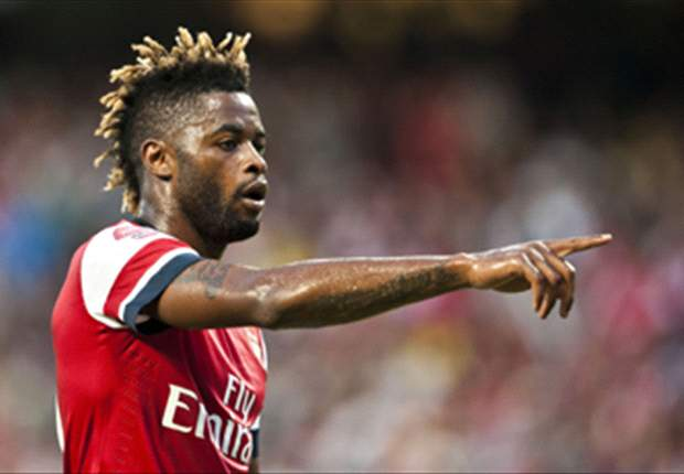 Official: Barcelona complete signing of Alex Song from Arsenal