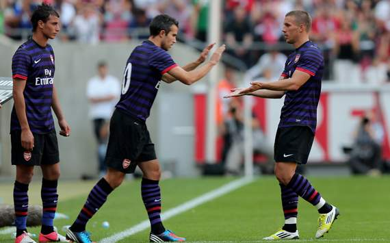 Podolski wanted Van Persie stay at Arsenal