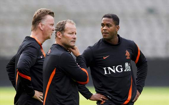Kluivert: Coaching Barcelona a dream but I would not turn down Madrid