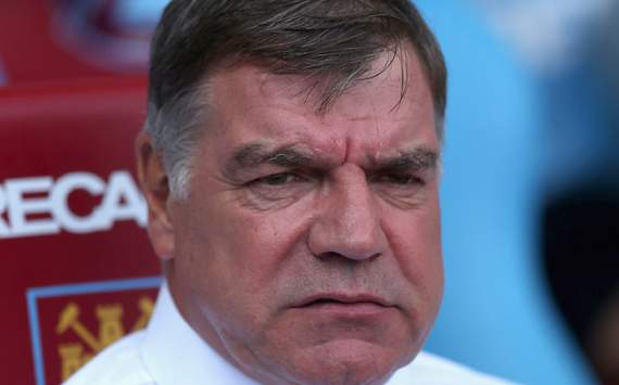 Allardyce admits Carroll move unlikely as West Ham spending stops