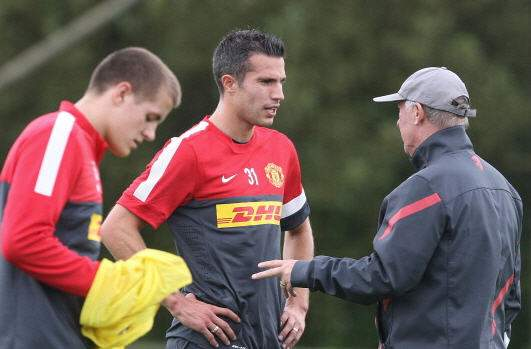 Ferguson uncertain over Van Persie role in Manchester United opener