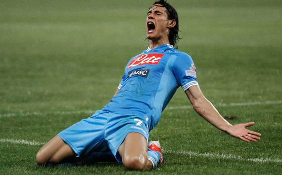 Cavani wants to stay at Napoli until 2017, says agent