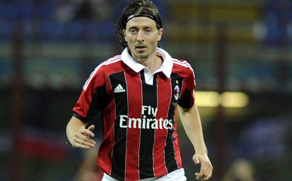 Fiorentina bosses at fault for Montolivo's departure, says agent
