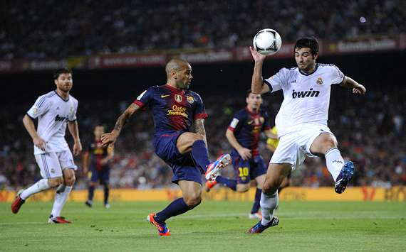 Dani Alves, Raúl Albiol, Xabi Alonso - FC Barcelona v Real Madrid