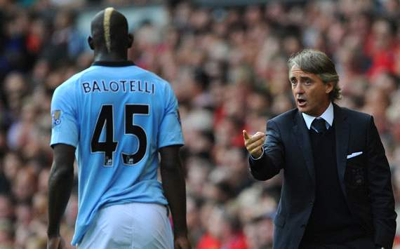 Manchester City striker Balotelli set to undergo eye surgery