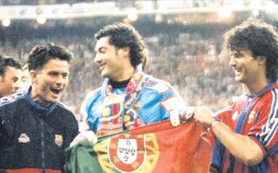 Jose Mourinho -Barcelona asistant coach- Final copa del rey- 1997 in santiago bernabeu