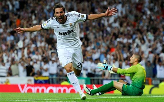 Real Madrid vs Barcelona - Gonzalo Higuain celebrates 1