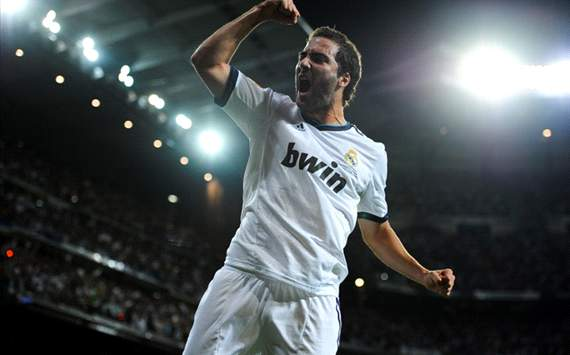 Real Madrid vs Barcelona - Gonzalo Higuain celebra 2