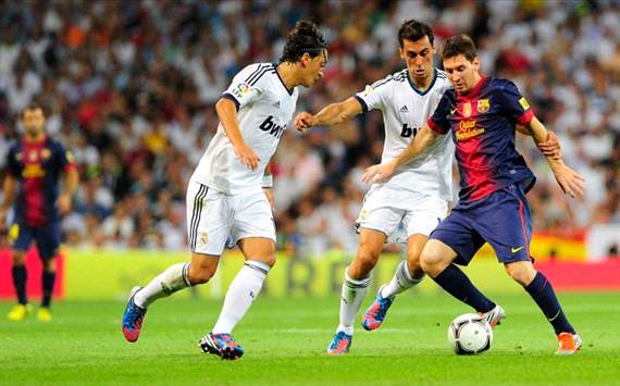 Real Madrid vs Barcelona - Lionel Messi vs Arbeloa and Ozil