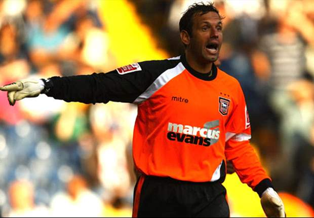 Manchester City sign keeper Richard Wright