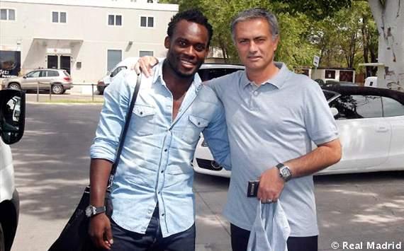 Michael Essien y José Mourinho, jugador y entrenador del Real Madrid