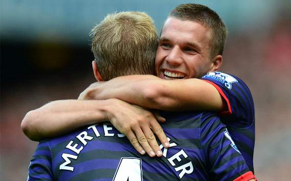 Lukas Podolski, Per Mertesacker - Liverpool-Arsenal