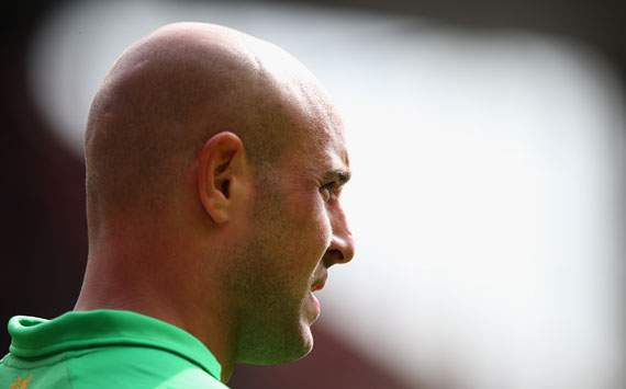 Liverpool keeper Reina will not rush back from injury