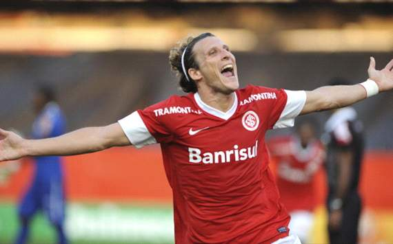 Brasileiro Round 21: Forlan bags first Internacional goals as Flamengo are brushed aside