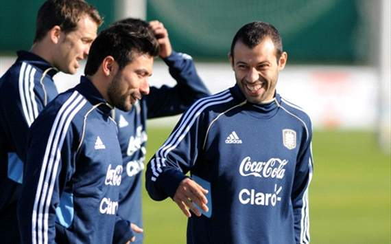TEAM NEWS: Lavezzi starts alongside Messi & Higuain as Argentina take on Paraguay