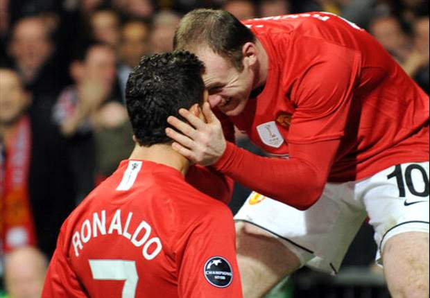 Ronaldo cant walk past his reflection without admiring it, says Rooney