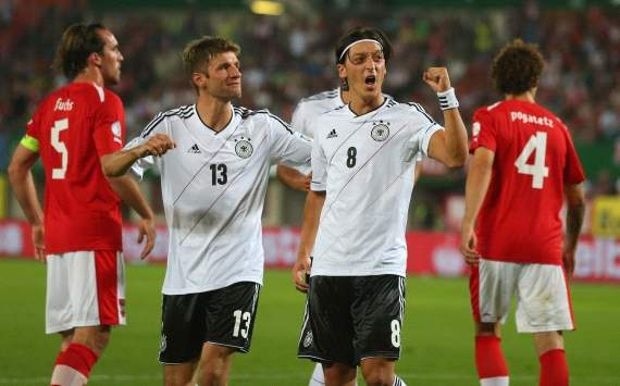 WCC Qualification, Austria vs. Germany, Mesut Ozil, Thomas Muller, Emanuel Pogatetz, Christian Fuchs