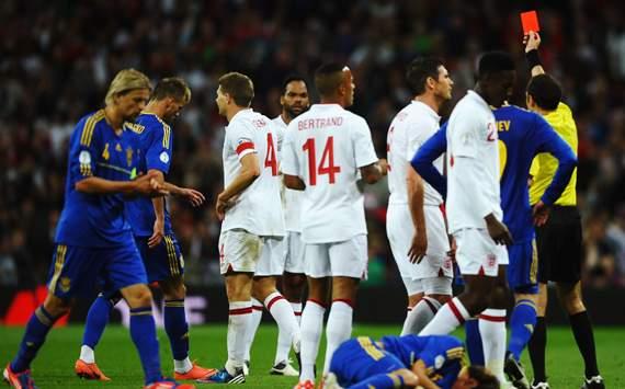 WCQ 14 - England vs Ukraine, Steven Gerrard & Cuneyt Cakir