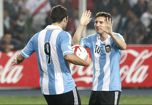 Messi &amp; Higuain behaved like little girls, says Zambrano