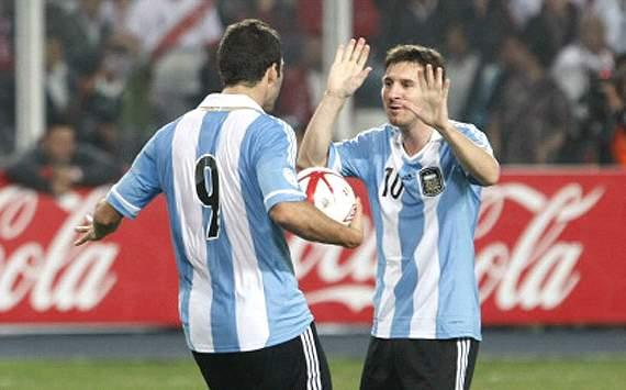 Higuaín - Messi - Perú-Argentina