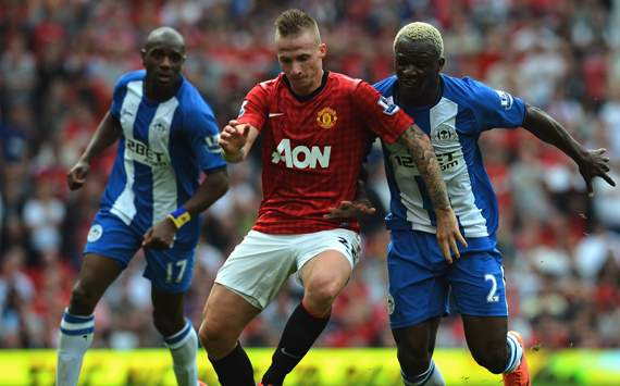 EPL - MANUTD-WIGAN, Alexander Buttner and Arouna Kone