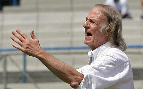 Menotti: Mourinho will have to go if Real Madrid lose next three matches