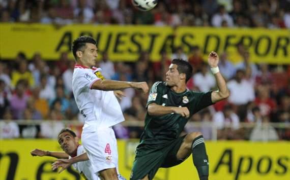 Gary Medel, Cristiano Ronaldo - Sevilla v Real Madrid