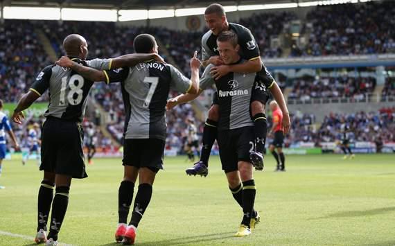 EPL - Reading vs Tottenham, Jermain Defoe, Aaron Lennon & Kyle