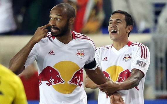 Thierry Henry scores direct from a corner