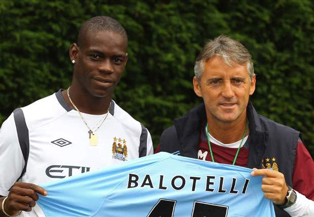 Mario Balotelli can smoke as long as he scores goals, says Mancini