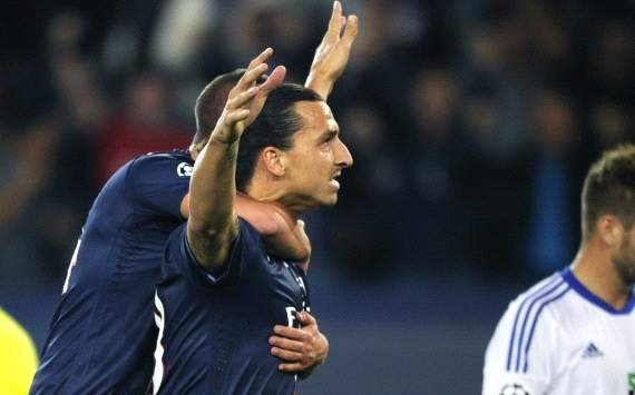 Zlatan Ibrahimovic celebrates his goal in PSG-Dinamo Kiev