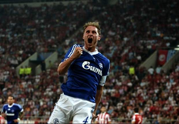 Schalke extends Howedes contract until 2017
