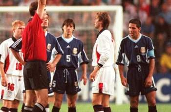 Almeyda (5) y Simeone (8) durante el Mundial 98