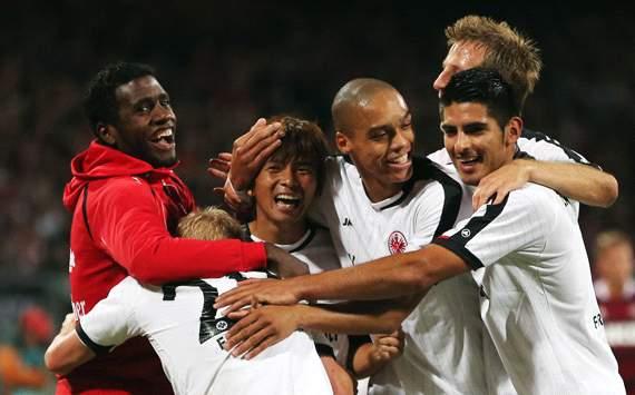 1. FC Nürnberg v Eintracht Frankfurt: Takashi Inui celebrating his goal with team mates