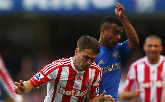 EPL - Chelsea vs Stoke City, Michael Owen & Ashley Cole