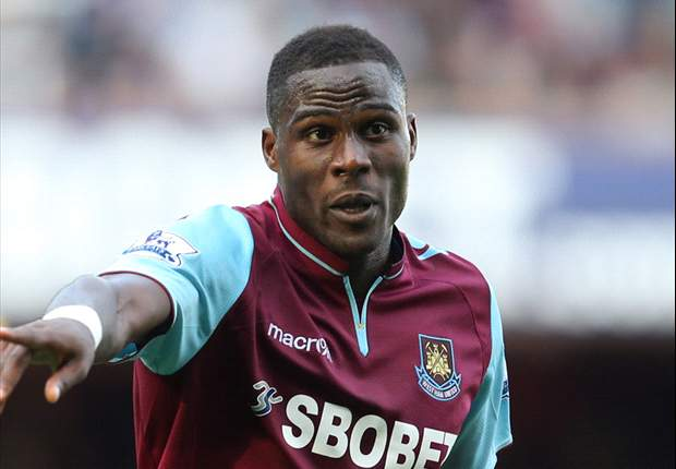 Demel signs new West Ham deal