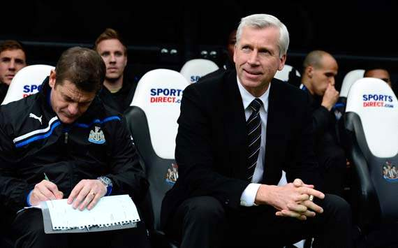 EPL, Alan Pardew; Newcastle United v Manchester City