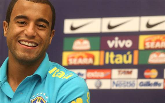 Lucas Moura wants to win 'everything' with Paris Saint-Germain
