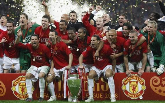 Manchester United team celebrate