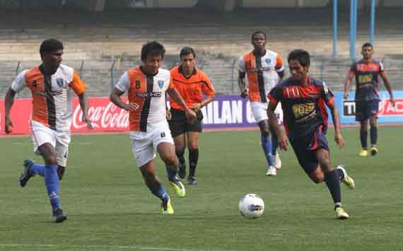 Allwyn George runs past the Mumbai FC defence,I-League