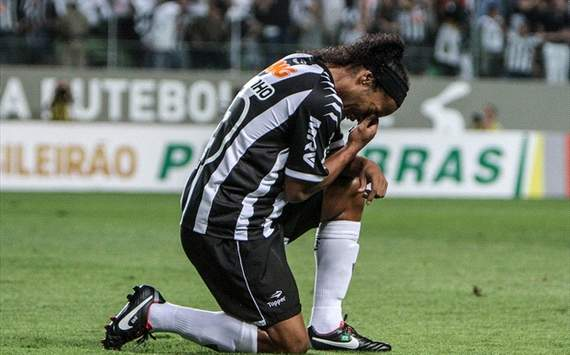 Brasileiro Round 28: Ronaldinho hat-trick keeps Atletico Mineiro's title hopes alive