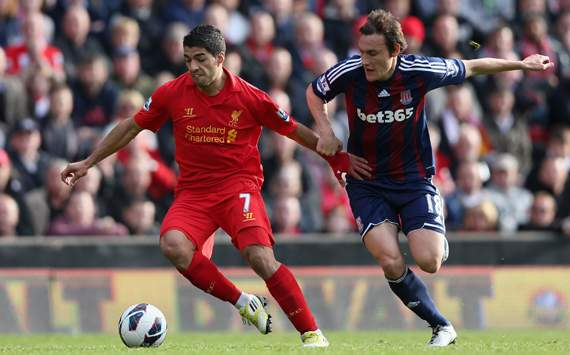 Luis Suarez,Dean Whitehead
